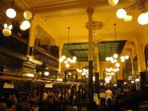 パリの大衆食堂