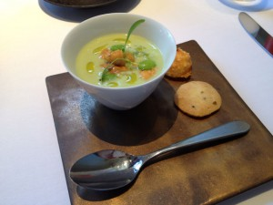 雲丹のロワイヤル 枝豆のソース、ウイキョウのサブレ、クミンのグジェール