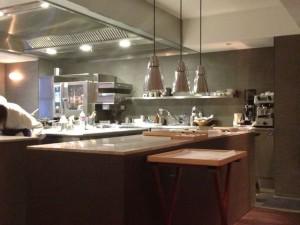 大きく新設されたオープンキッチン