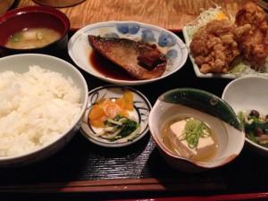 鯖の煮付けと竜田揚げ定食
